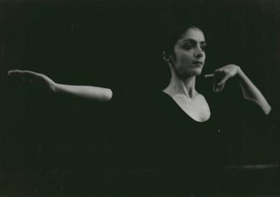 Photo : Lucia Anjali dans le spectacle « Graines de lumière » en 1994