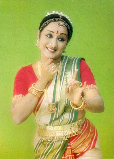 Photo : Kum. Lakshmi Vishwanathan enseigne la danse Bharata Natyam à Lucia Anjali à Chennai, dans le Sud de l'Inde.