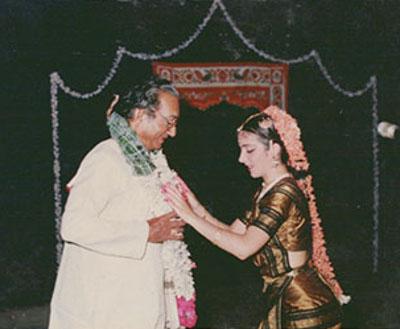 Photo : Lucia Anjali présente son premier récital (Arangetram) sous la direction d'Udipi Laxminarayan en 1987, à Chennai.