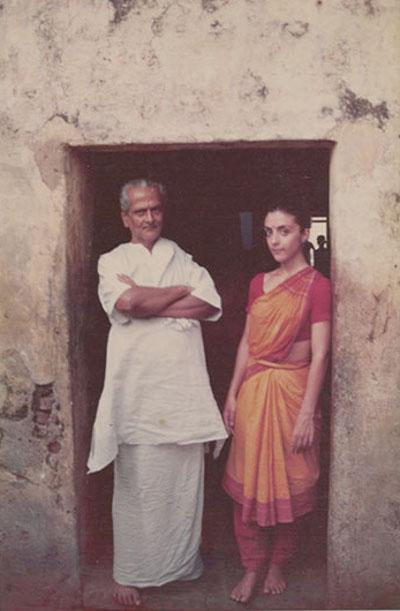Photo : V.S. Muttuswamy Pillaï enseigne la danse Bharata Natyam à Lucia Anjali à Chennai, dans le Sud de l'Inde.